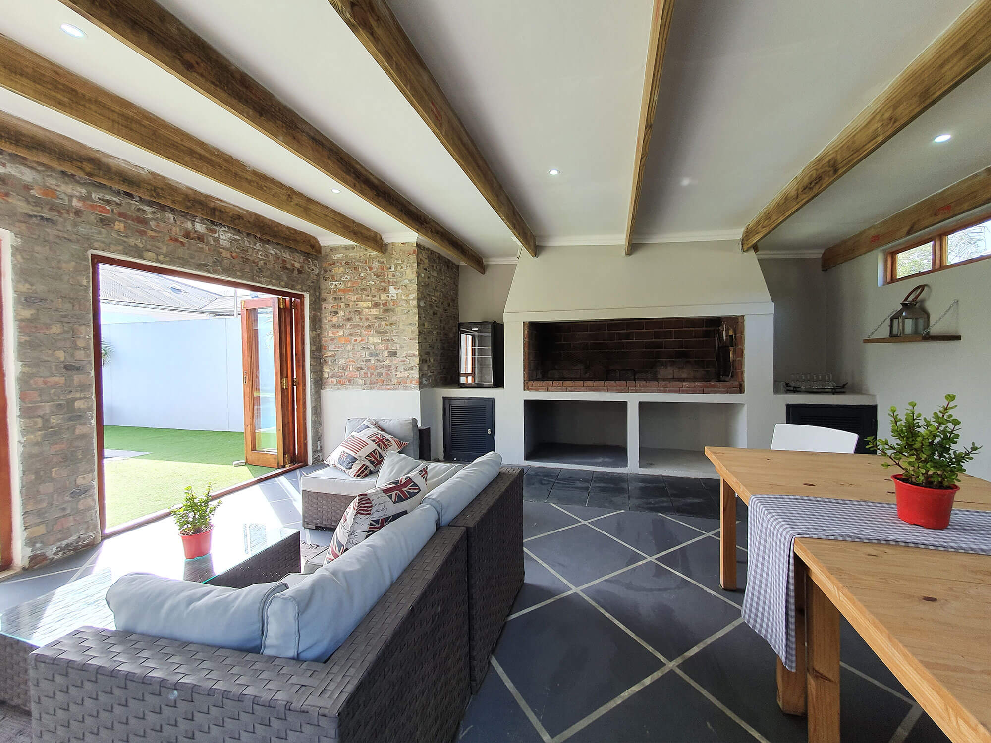 Two Fat Owls Guest House Self Catering Accommodation in George
